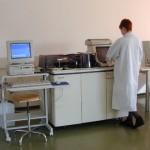 Automat de chimie liquide pour les BNS/HTS